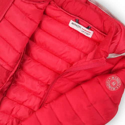 Piros lány téli kabátja, Minoti Nagy-Britanniából