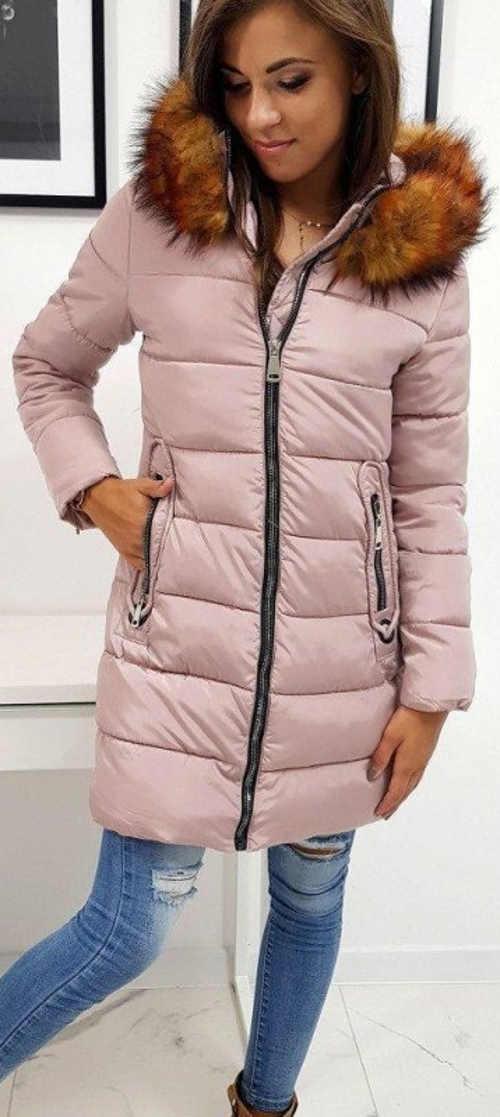 Hosszú világos rózsaszín steppelt női télikabát szőrmével
