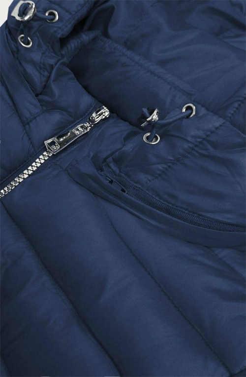 Stílusos kabát hosszabbított hosszban, kapucnival