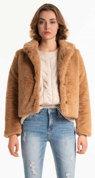 Női rövid bézs színű műszőrme kabát
