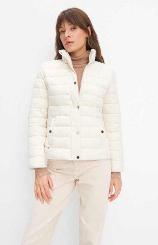 Női fehér steppelt kabát klasszikus derékig érő szabásban
