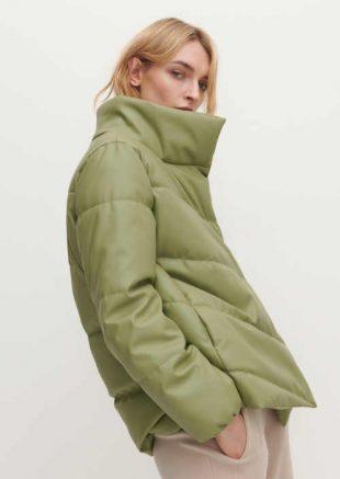 Szigetelt modern steppelt kabát borsózöld színben